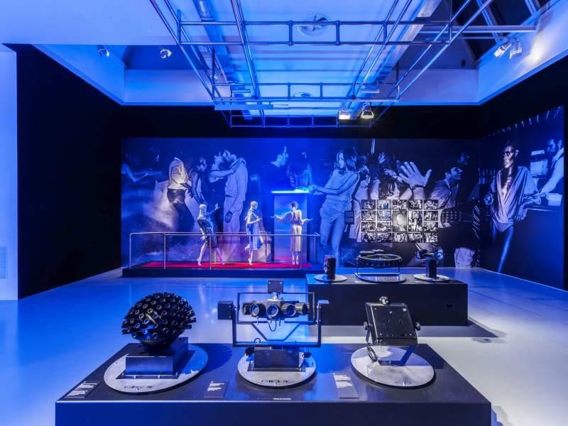 Visita la Mostra Night Fever. Designing Club Culture 1960 - Today