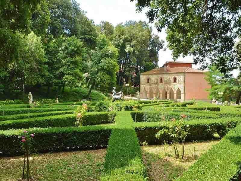 Visita Villa d'Ayala Valva
